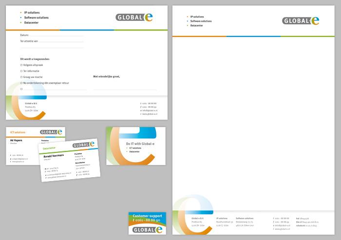 Diverse huisstijl items; with compliments card, visitekaartje, sticker en briefpapier